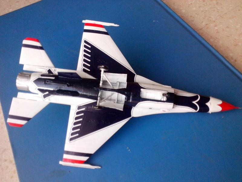F-16D des Thunderbird (Hobby boss) - Page 2 Img_2031
