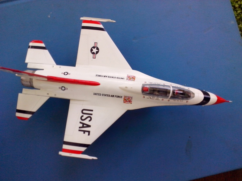 F-16D des Thunderbird (Hobby boss) - Page 3 Img_2054