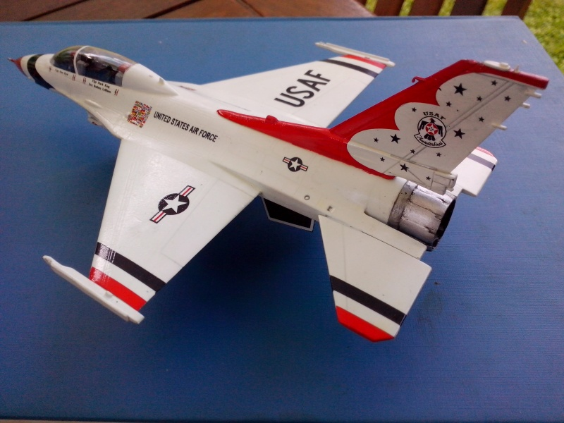 F-16D des Thunderbird (Hobby boss) - Page 3 Img_2056