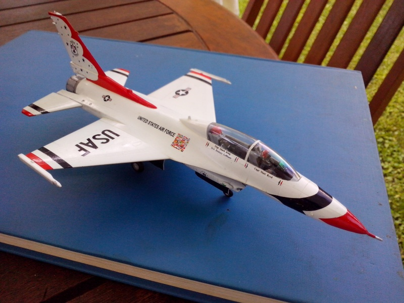 F-16D des Thunderbird (Hobby boss) - Page 3 Img_2057
