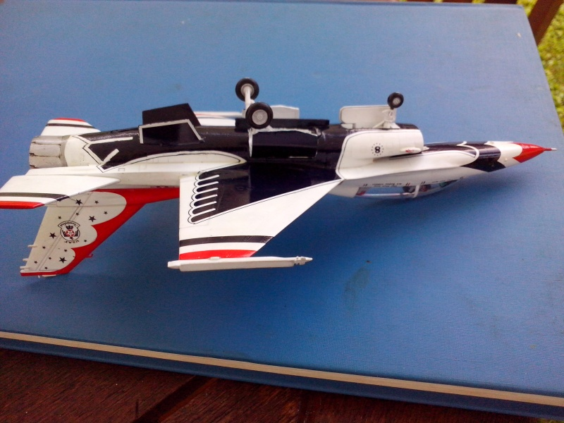 F-16D des Thunderbird (Hobby boss) - Page 3 Img_2058