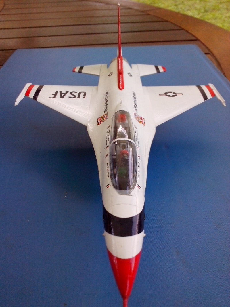 F-16D des Thunderbird (Hobby boss) - Page 3 Img_2061