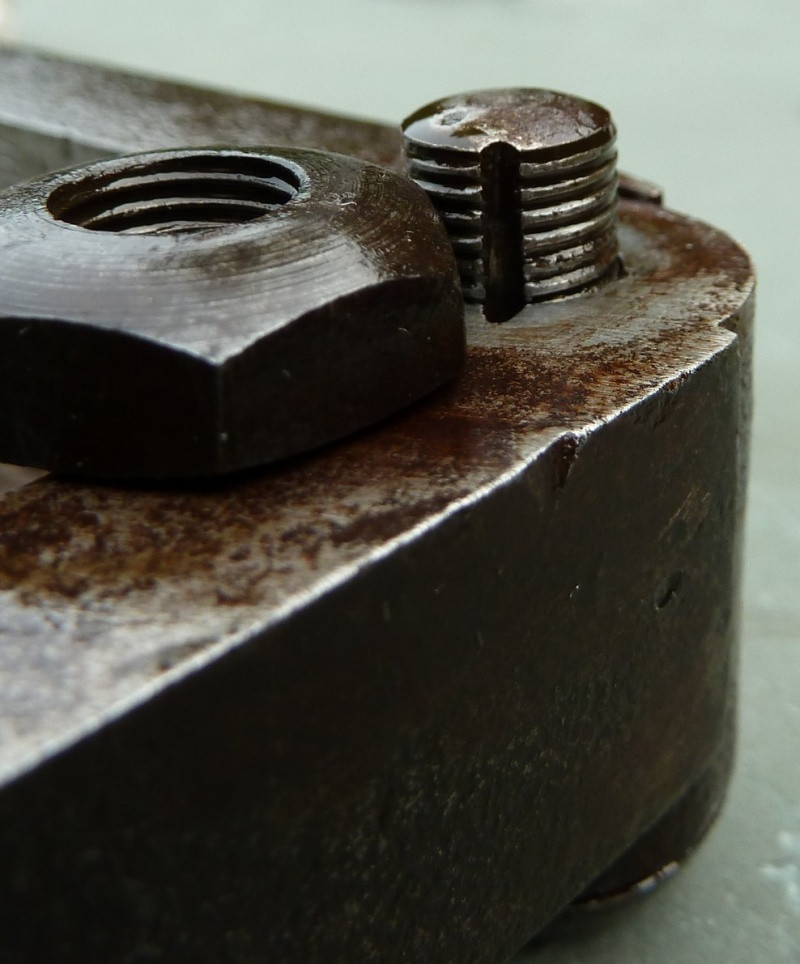 méthode de blocage vis-boulon sur moule ancien P1120815
