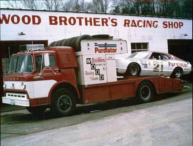 Pour les amateurs de Racing car haulers  213