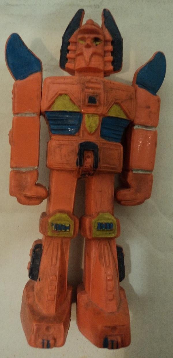 CERCO ROBOT E PERSONAGGI IN GOMMA Daik_510