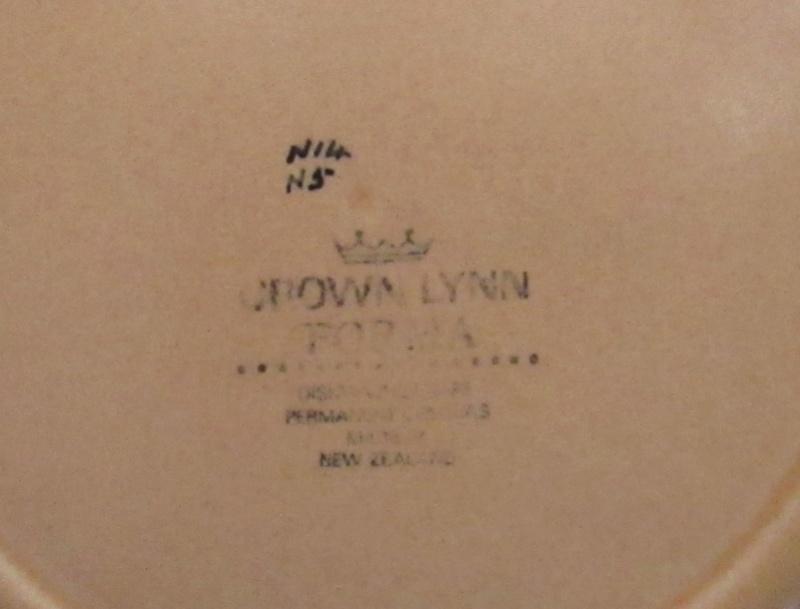 Crown Lynn test pattern  Img_4835