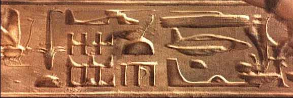 L'OVNI dans la pyramide Hierop10