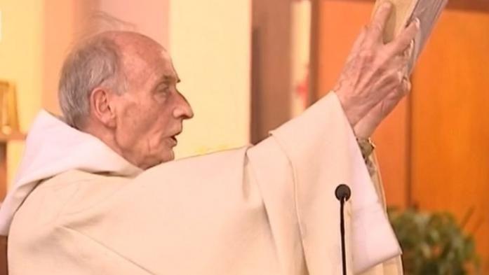 Un pretre d 84 ans ils l'égorgent comme un mouton dans l'église ! en criant Allah wakbar ! 8717ae10