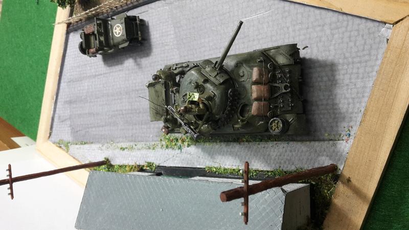 EN PANNE : Sherman M4-A1 [ ESCI ] + Jeep 1/4 t [ ITALERI ] + GMC 2,5 ton (Academy) Figurines [AIRFIX] (Diorama 1/72° FINI) 20160814