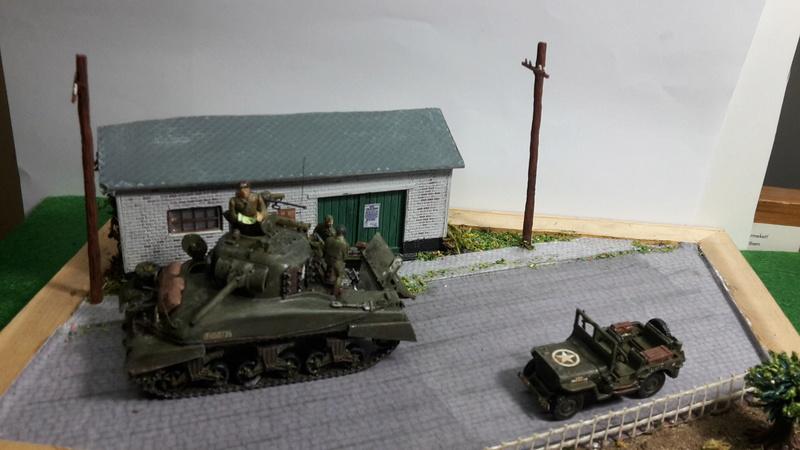 EN PANNE : Sherman M4-A1 [ ESCI ] + Jeep 1/4 t [ ITALERI ] + GMC 2,5 ton (Academy) Figurines [AIRFIX] (Diorama 1/72° FINI) 20160815