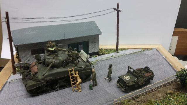 EN PANNE : Sherman M4-A1 [ ESCI ] + Jeep 1/4 t [ ITALERI ] + GMC 2,5 ton (Academy) Figurines [AIRFIX] (Diorama 1/72° FINI) 20160822