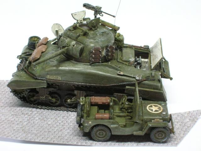 Sherman M4-A1 --ESCI 1/72 plus Jeep 1/4 ton Italeri 1/72 ----FINI------ Dscn4010