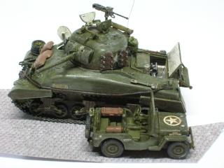 EN PANNE : Sherman M4-A1 [ ESCI ] + Jeep 1/4 t [ ITALERI ] + GMC 2,5 ton (Academy) Figurines [AIRFIX] (Diorama 1/72° FINI) Dscn4014