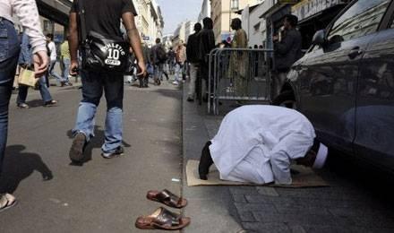 Non, l'islam n'a pas sa place en France.  Islam_12
