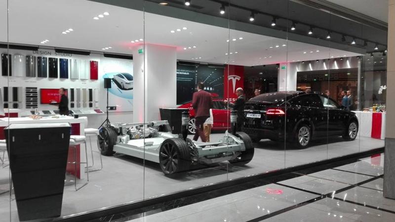 Tesla Model X Tesla_10