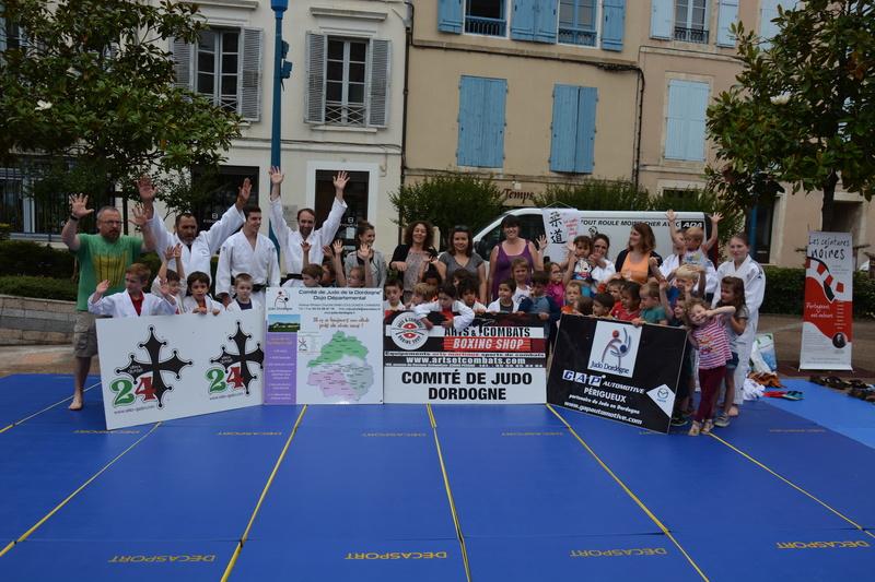 Démonstration de judo devant la mairie de Nontron Dsc_8210