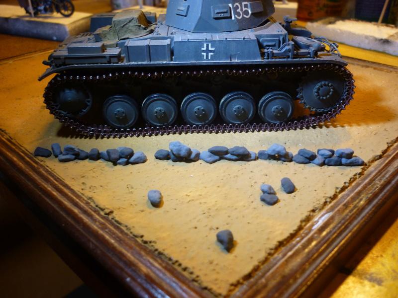 Juin 1940: Panzer II tamiya + moto Zvezda 1/35 + 3 personnages - Page 4 P1060713