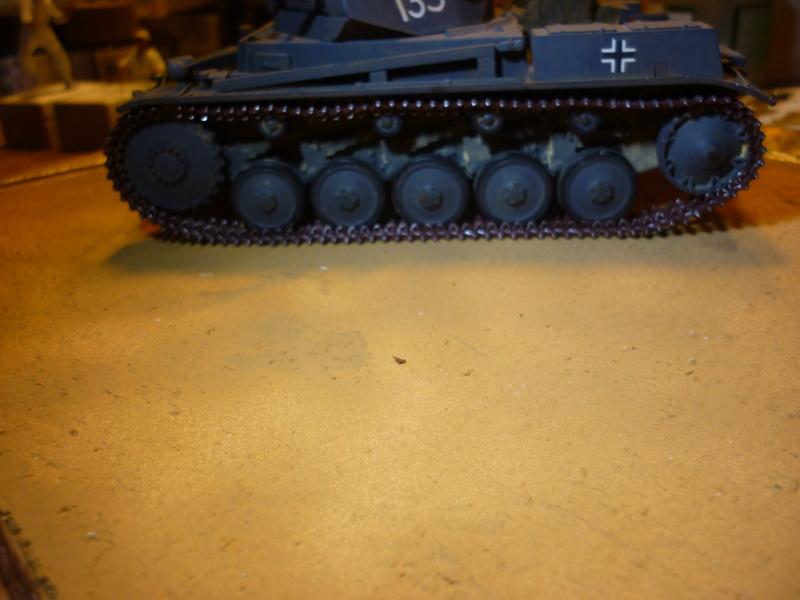Juin 1940: Panzer II tamiya + moto Zvezda 1/35 + 3 personnages - Page 4 P1060714