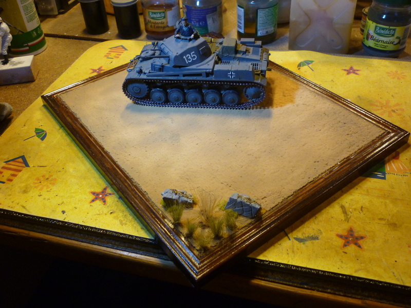 Juin 1940: Panzer II tamiya + moto Zvezda 1/35 + 3 personnages - Page 5 P1060923