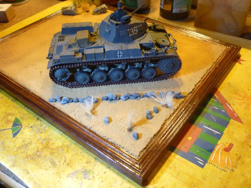 Juin 1940: Panzer II tamiya + moto Zvezda 1/35 + 3 personnages - Page 5 P1060924