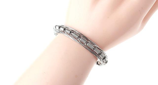 Un bracelet de Vapeur? 53284010