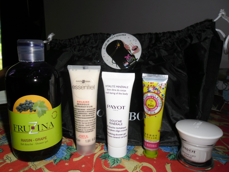 """[Juin 2013] Glossybox """"The Lovely Issue"""" - Page 7 Sam_0210"""