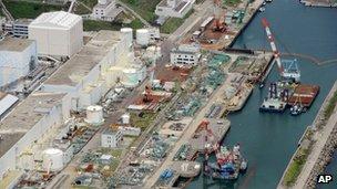 Fukushima nuclear plant: Steam seen at reactor building Fuku10