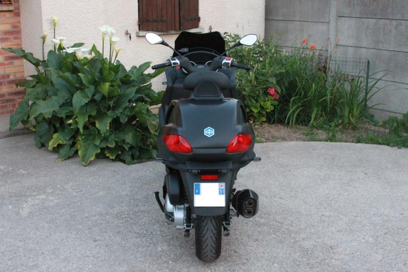 Le choix est fait entre le Metropolis de Peugeot et le Mp3 de Piaggio Img_3213