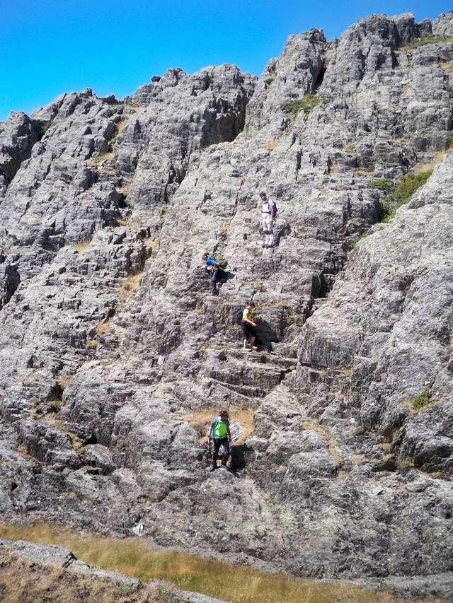 Montañismo: sábado 30 de julio 2016 - Cresta del Dragón y Pico Atalaya (Ayllón) 021_lo10