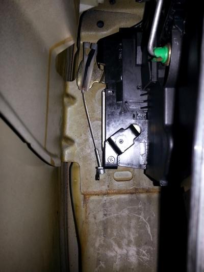 [ mini cooper 2 an 2005 ] cable de portière décroché Serrur12