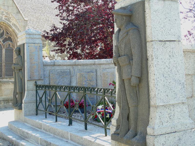 [Histoires et Histoire] Monuments aux morts originaux Français Tome 1 - Page 30 Monume13