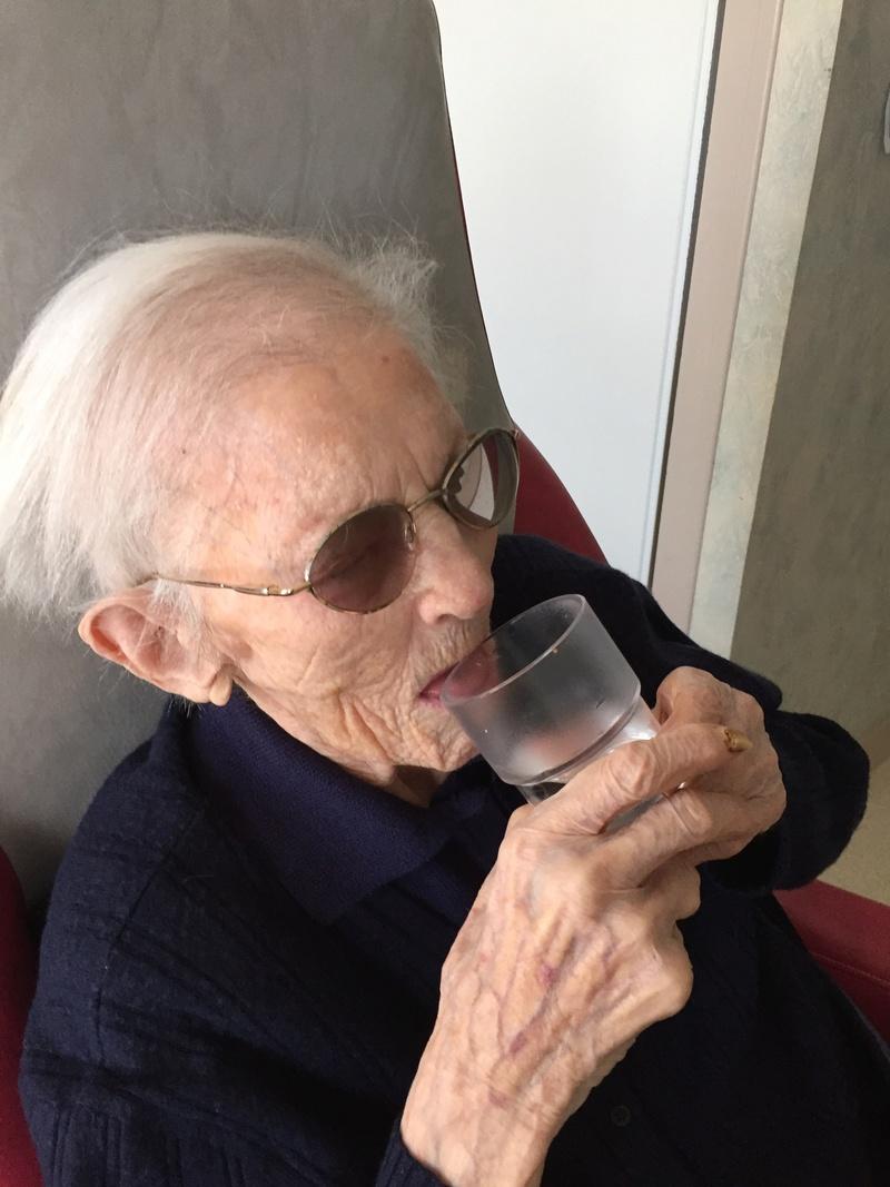 Preuves de vie récentes sur les personnes de 109 ans - Page 7 Img_2110