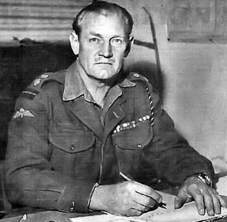 "John Malcolm Thorpe Fleming Churchill : ""mad"" Jack Churchill 413"