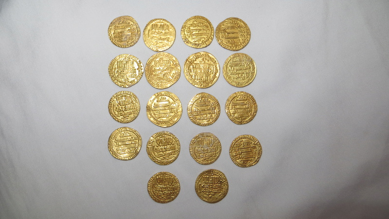 Dinars aghlabides pour Ibrahim II (262-290 hégire / 876-902 ap. J.-C.) Img_3110