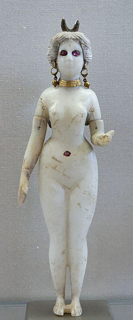 Astarté, déesse de la fertilité, de la sexualité, et de la guerre. 440px-11