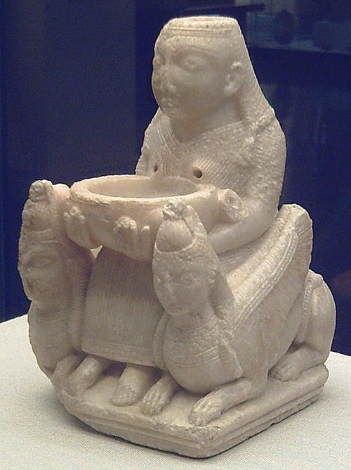 Astarté, déesse de la fertilité, de la sexualité, et de la guerre. 500px-10