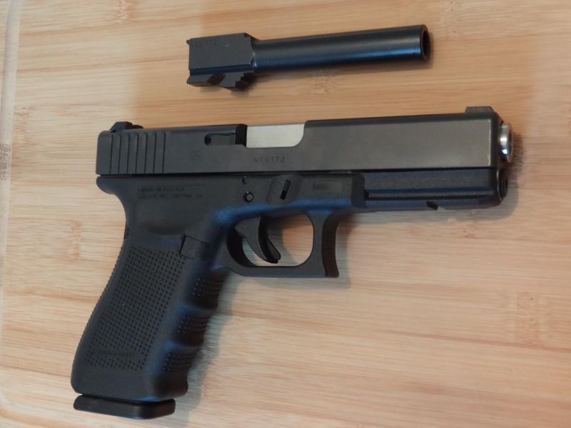 Glock 20 gen 4 (et Side by Side G22 gen 3) Dsc09732