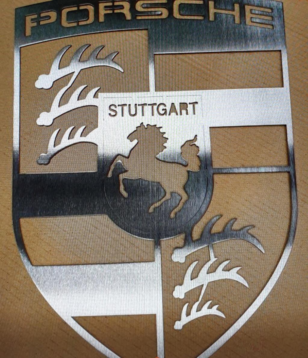 Décorations silhouettes et logo Porsche en métal  20200512