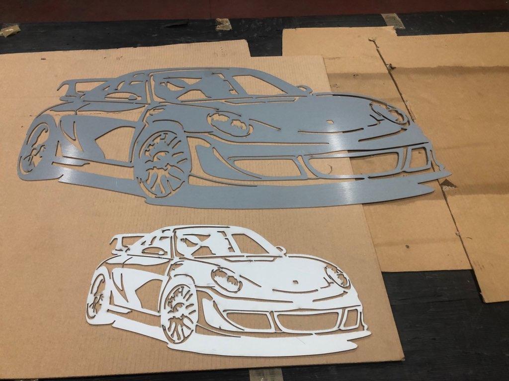 Décorations silhouettes et logo Porsche en métal  Img_4913