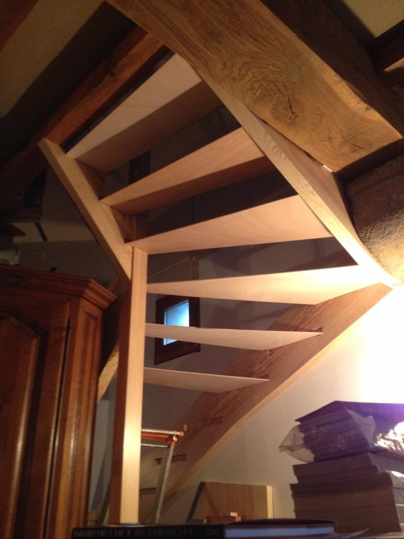 Escalier provisoire devenu définitif en pin sylvestre, à double balancements - Page 3 Img_0018