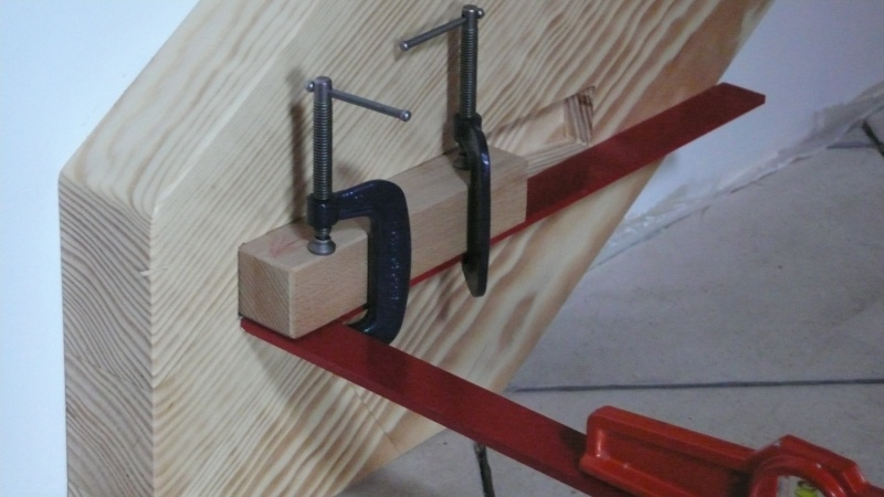Escalier provisoire devenu définitif en pin sylvestre, à double balancements - Page 3 L1040610