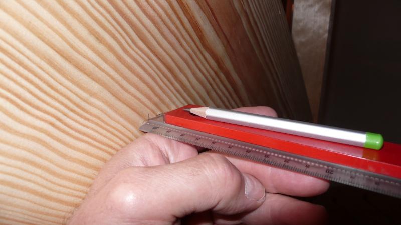 Escalier provisoire devenu définitif en pin sylvestre, à double balancements - Page 3 L1040615