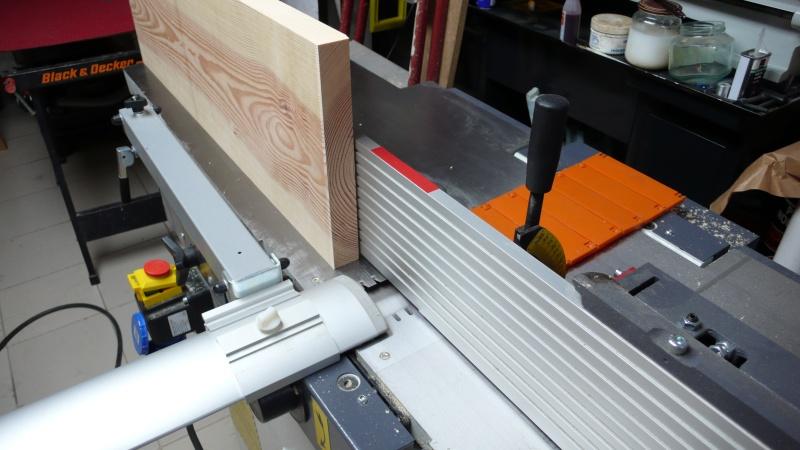 Escalier provisoire devenu définitif en pin sylvestre, à double balancements - Page 3 L1040620