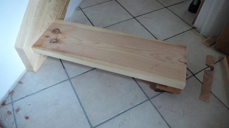 Escalier provisoire devenu définitif en pin sylvestre, à double balancements - Page 3 L1040621