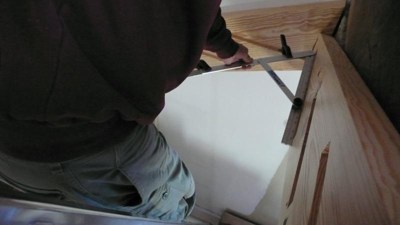 Escalier provisoire devenu définitif en pin sylvestre, à double balancements - Page 3 L1040624