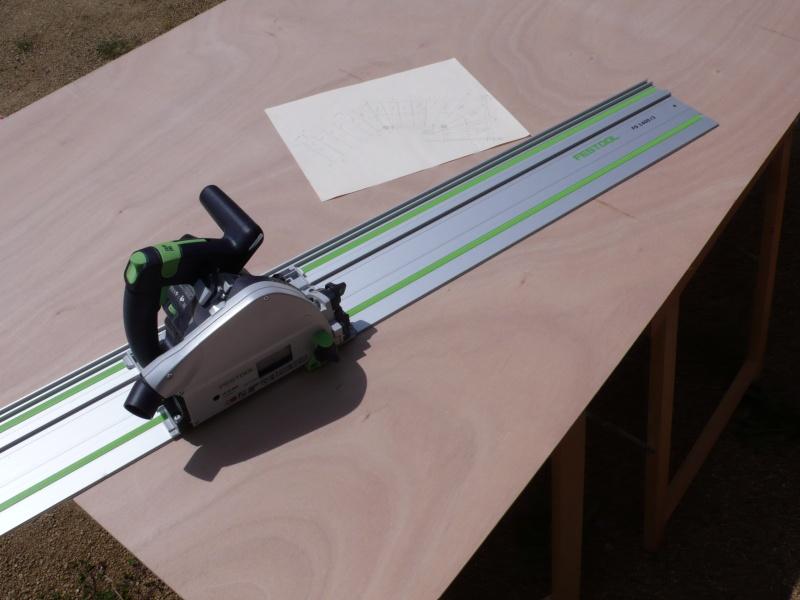 Escalier provisoire devenu définitif en pin sylvestre, à double balancements - Page 3 L1040625