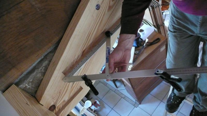 Escalier provisoire devenu définitif en pin sylvestre, à double balancements - Page 3 L1040710