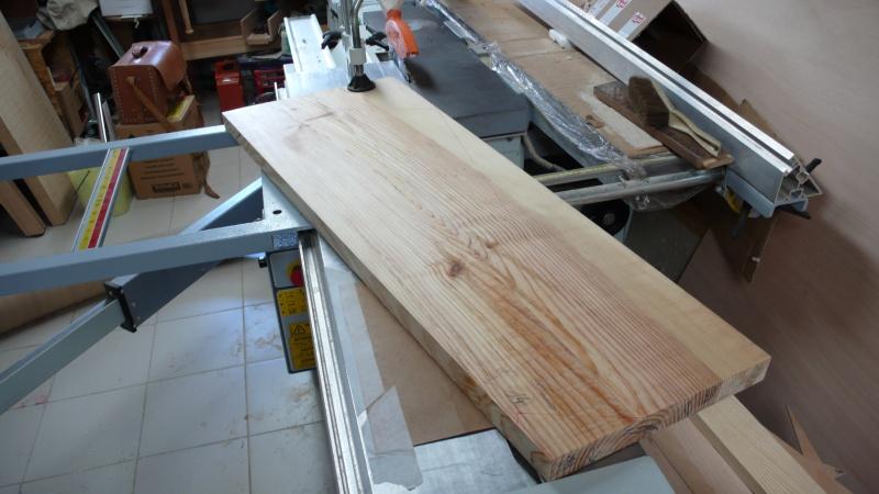 Escalier provisoire devenu définitif en pin sylvestre, à double balancements - Page 3 L1040718