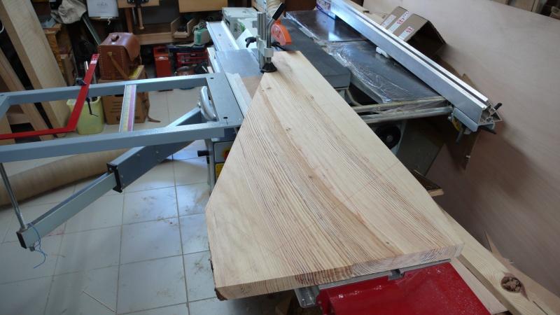 Escalier provisoire devenu définitif en pin sylvestre, à double balancements - Page 3 L1040719