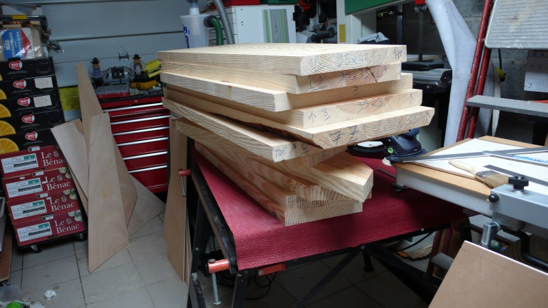 Escalier provisoire devenu définitif en pin sylvestre, à double balancements - Page 3 L1040720